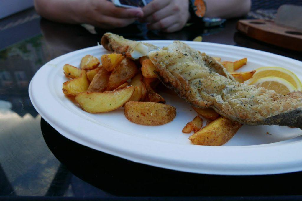 A nóż widelec ryba